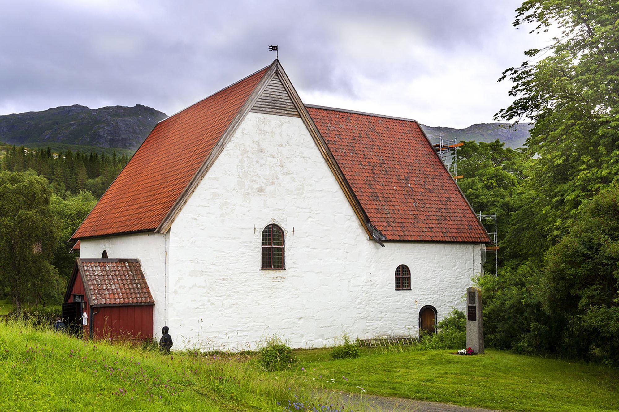 Gildeskål gamle kirke ligger bare 2 km unna