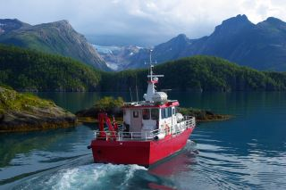 Skyssbåt til Svartisen over Holandsfjorden