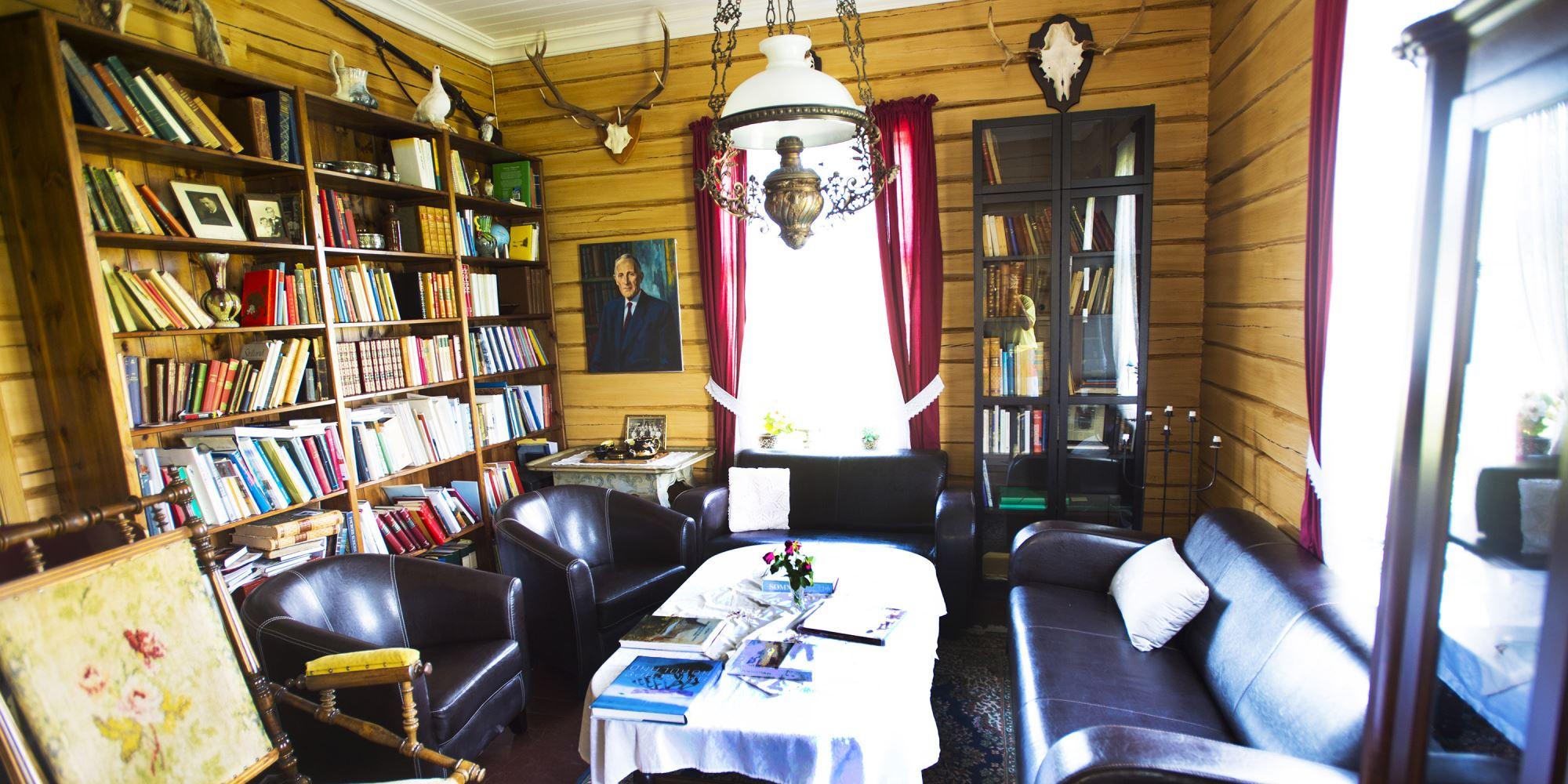 Biblioteket i hovedhuset.