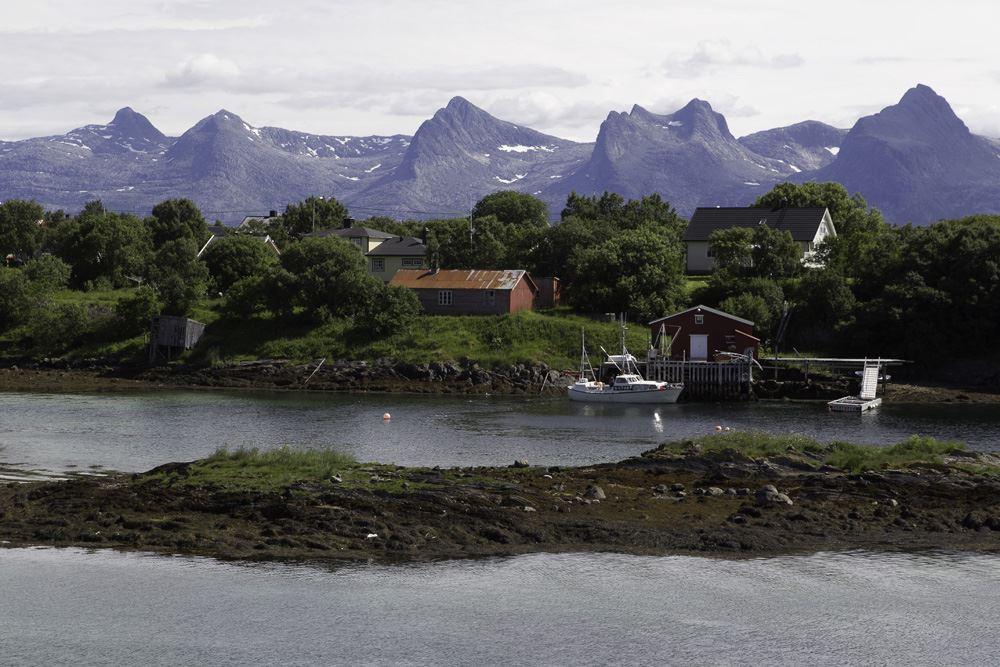 Utsikt mot De Syv Søstre fra Herøy Brygge