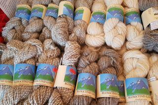Råkk Huset består av bla. Ullkurven hvor du får kjøpt lokalt produsert ull.